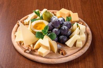 Ассорти благородных сыров